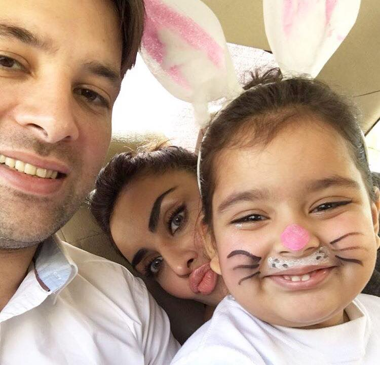 Mikaal Zulfiqar With His Wife & Daughter