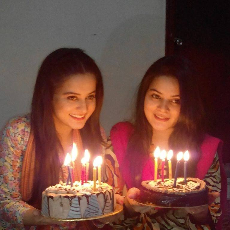 Minal And Aiman Khan Twin Sisters Celebrated Their Birthday