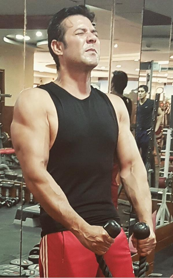 Moammar Rana Pumping Up In The Gym