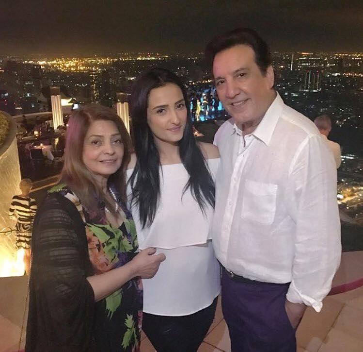 Momal Sheikh With Her Parents In Bangkok