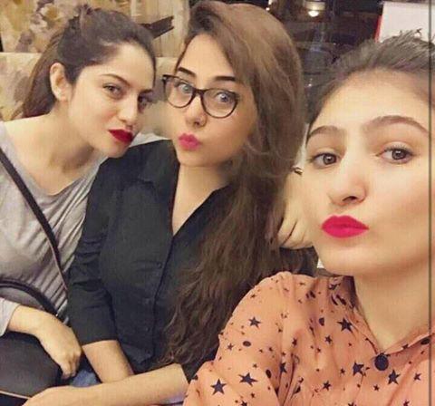 Neelum Muneer With Her Sisters