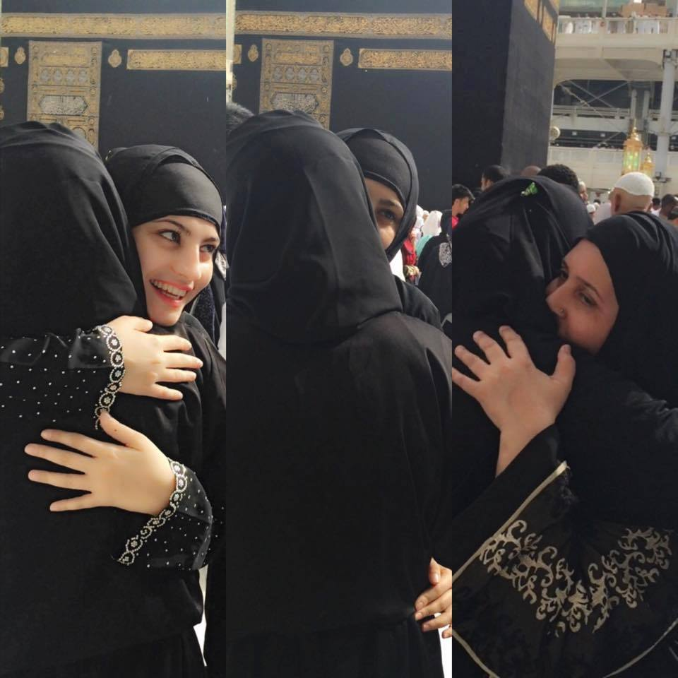 Neelum Munir In Haram Shareef