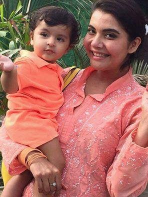 Nida Yasir‬ With Her Cute Son