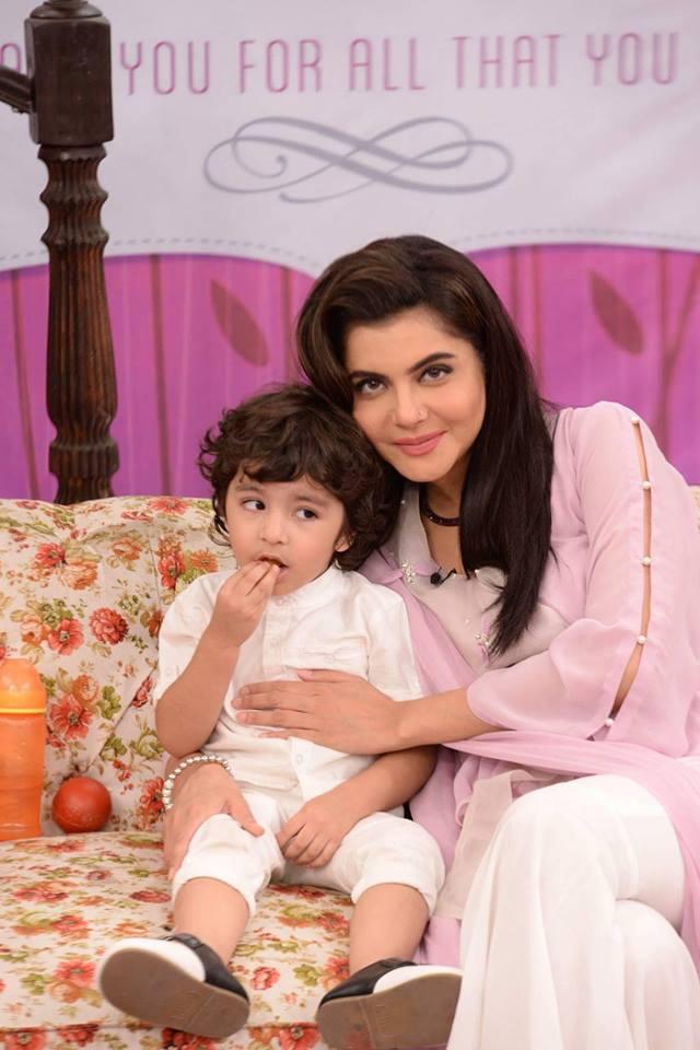 Nida Yasir With Her Son