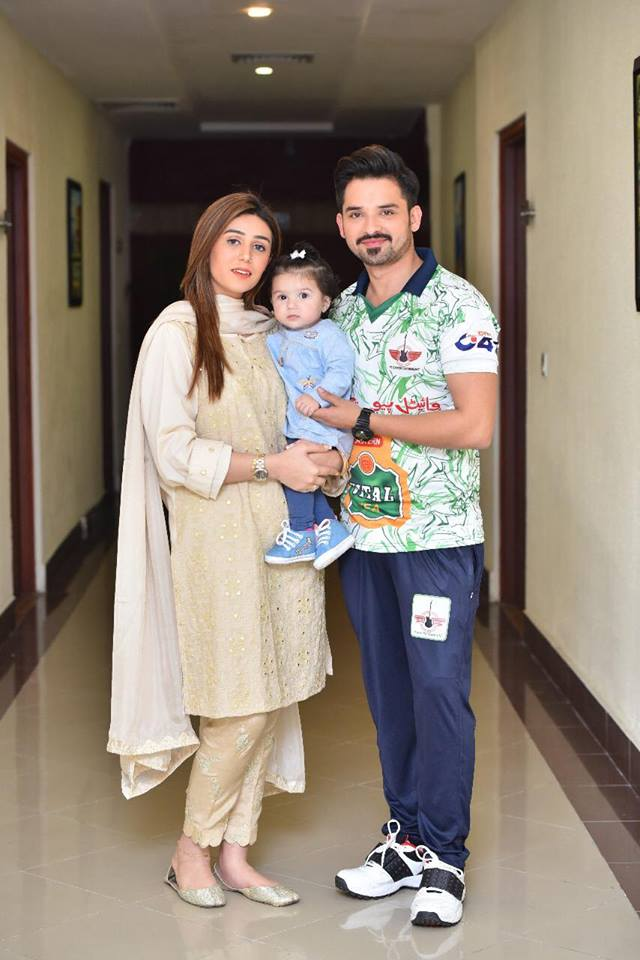 Noman Habib With His Wife & Daughter