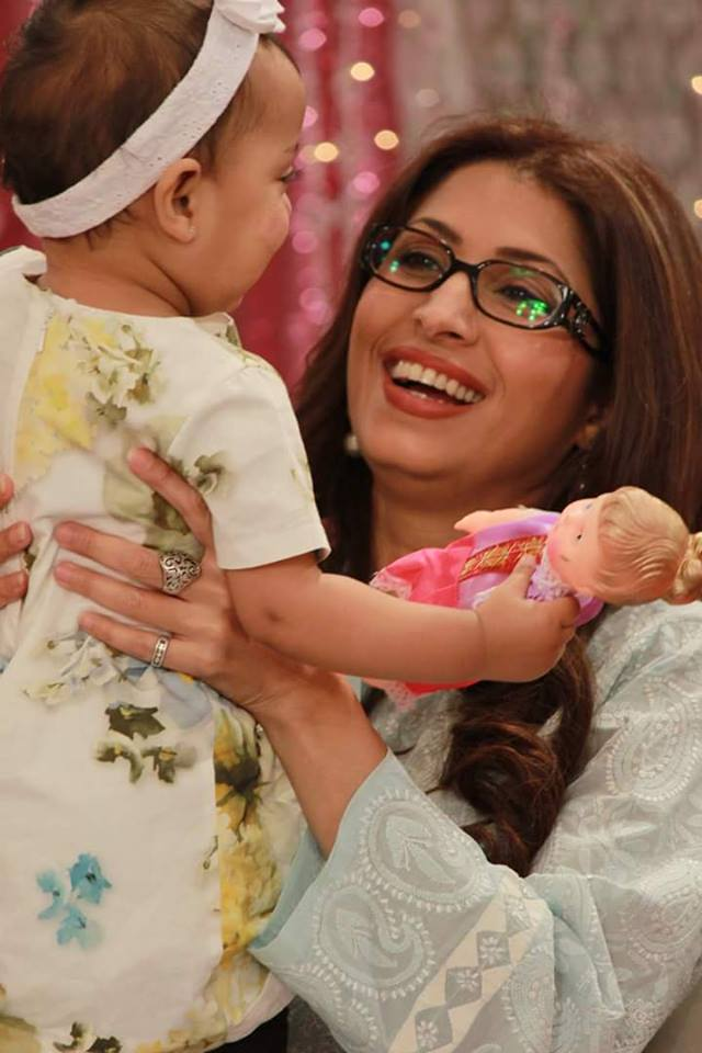 Pakistani Super Model Vaneeza Ahmed with her cute doll