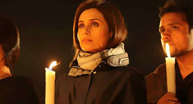 Rani Mukherjee Lighting Candles For Students Of Peshawar Army School