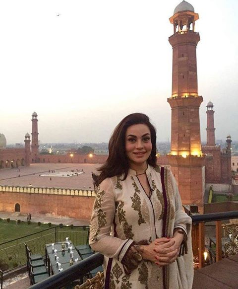 Sadia Iman Outside The Badshahi Mosque