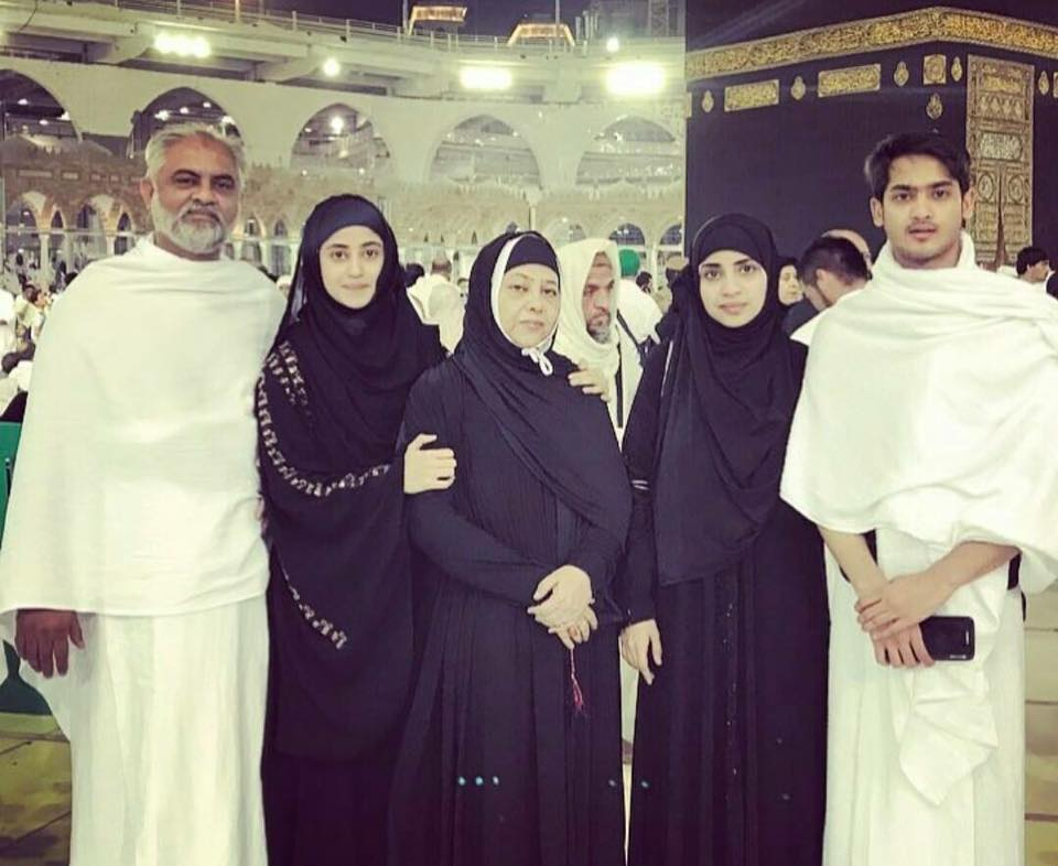 Sajal Ali Performing Umrah With Family