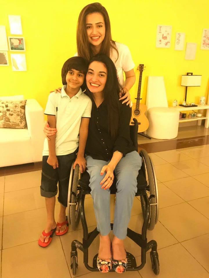 Sana Jawed Along With Muniba Mazari & Nael