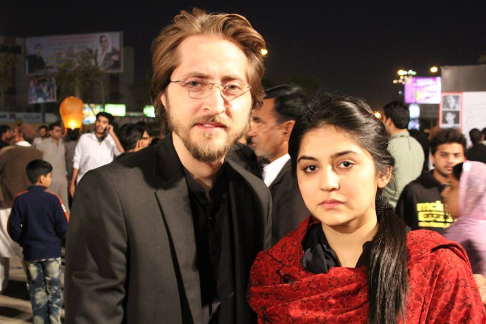 Sanam Baloch with Husband Pay Tribute To Vicitims of Peshawar Attack