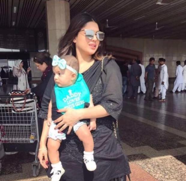Sanam Jung With Her Daughter Alaya At The Airport