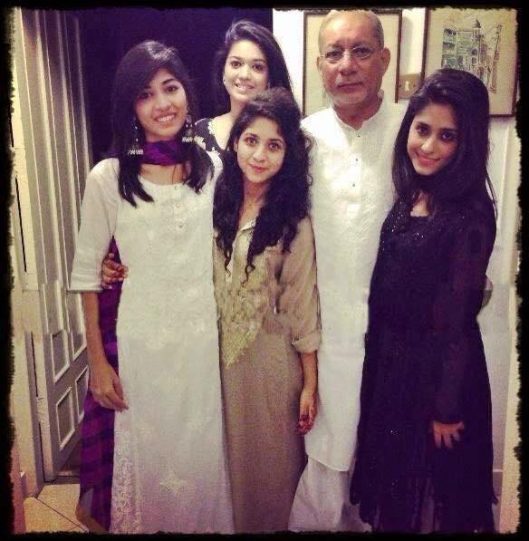 Sanam Jung With Her Sisters And Father