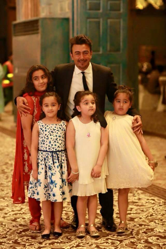 Shaan Shahid With His Adorable Daughters