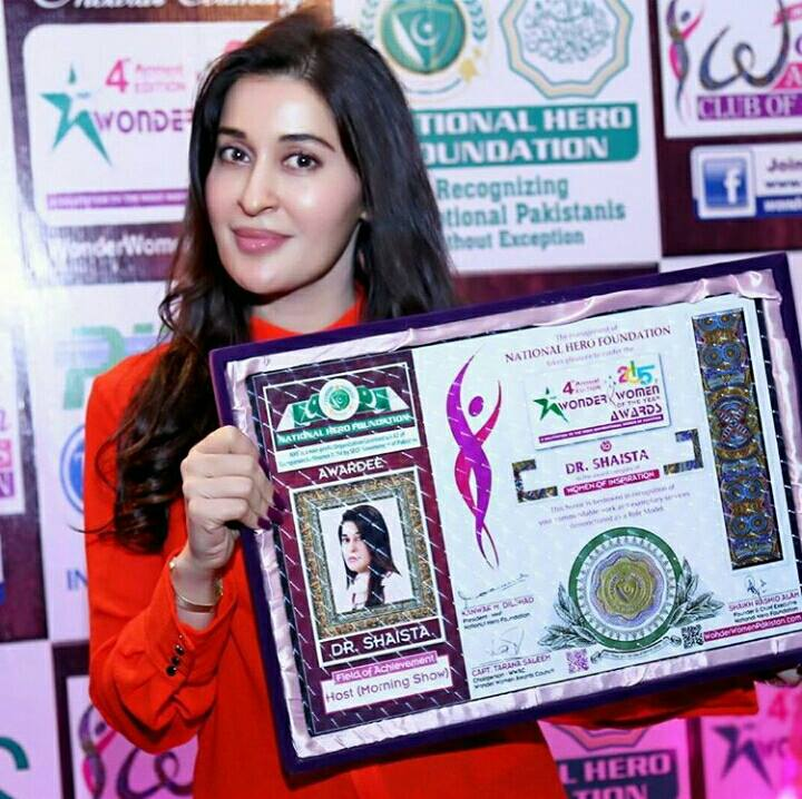 Shaista Lodhi was Awarded The best ‎Morning Show‬ Host Award