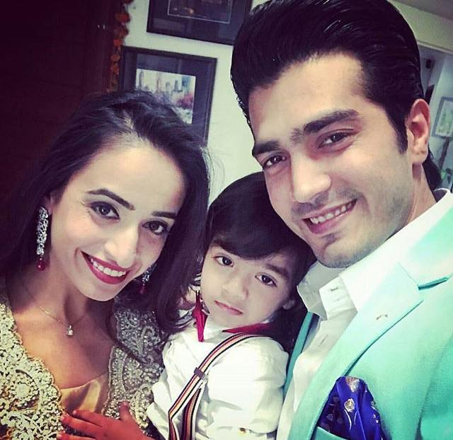 shehzad sheikh with wife amp son   arts amp entertainment