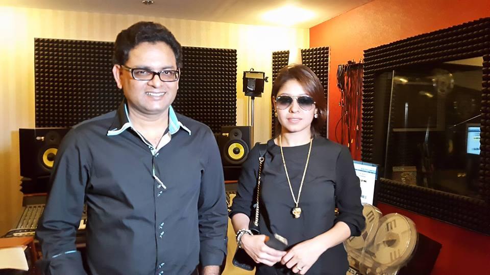Sunidhi Chauhan With Pakistani Musician Waqar Ali