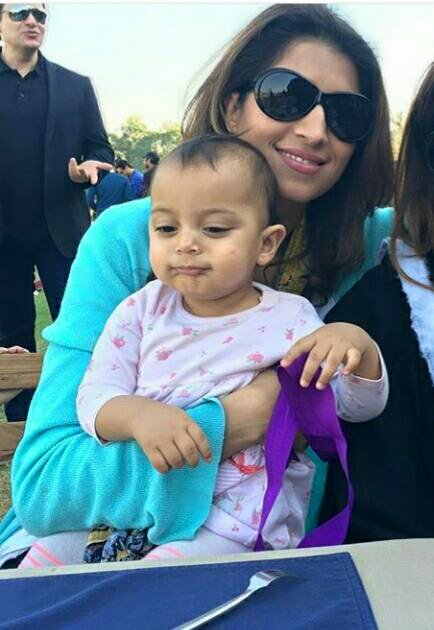 Super Model ‎Vaneeza Ahmed‬ with her cute Daughter