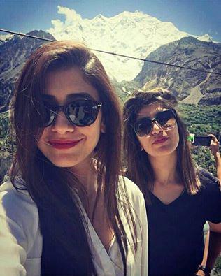 Syra Shehroz With Her Sister Palwasha Yousuf