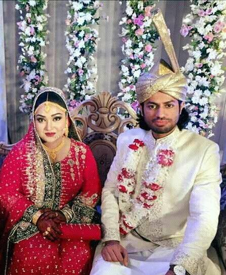 Uroosa Siddiqui With Her Husband Saqib Khan Wedding Pictures