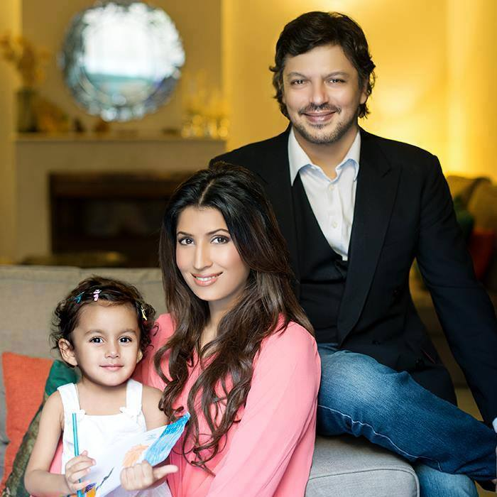 Vaneeza Ahmed with Huaband And Daughter