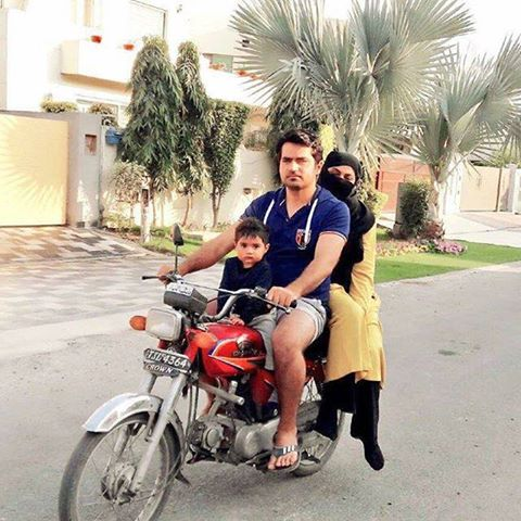 Veena Malik Spotted on lahore street enjoying bike ride