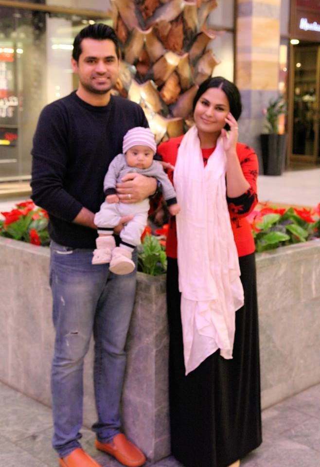 Veena Malik in America With Her Son And Husband
