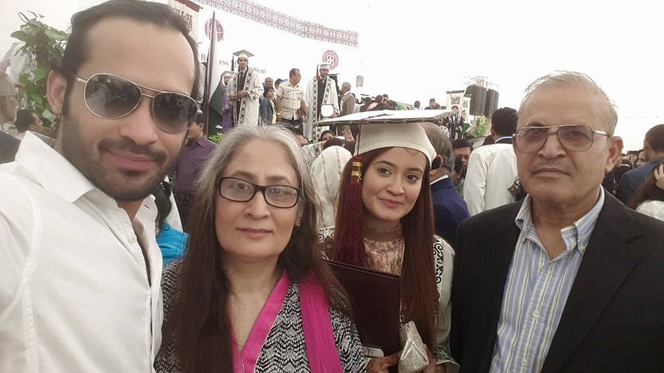 Waqar Zaka With Parents And Sister