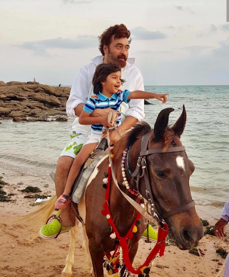 Yasir Nawaz Having A Good Time With His Son On Beach