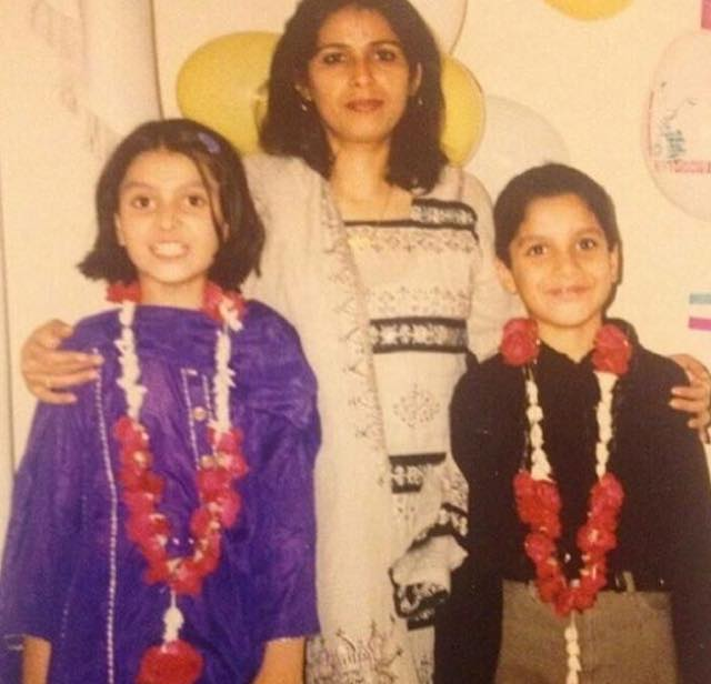 Young Ayeza Khan With Mom & Brother