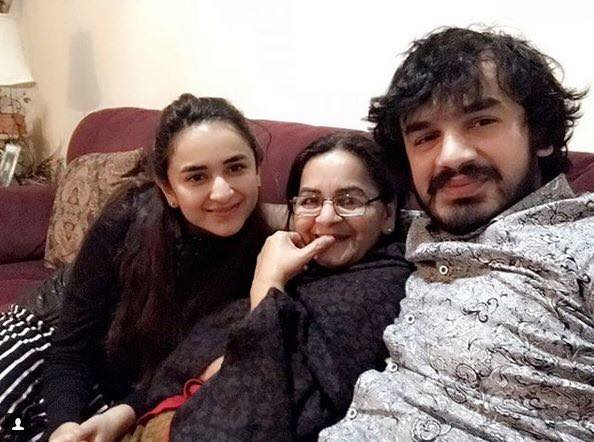Yumna Zaidi With Her Mother & Brother