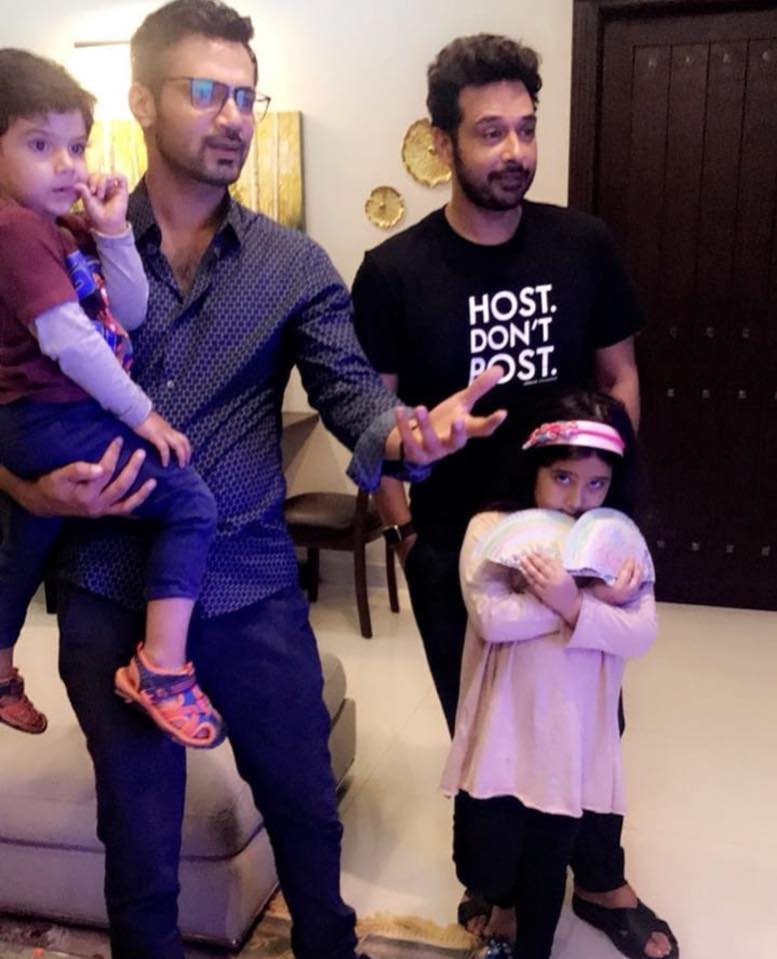 Zahid Ahmed & Faysal Qureshi With Their Kids Watching PSL Final