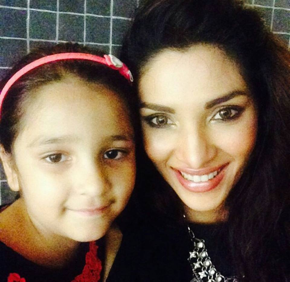 Zhalay Sarhadi With Her Daughter