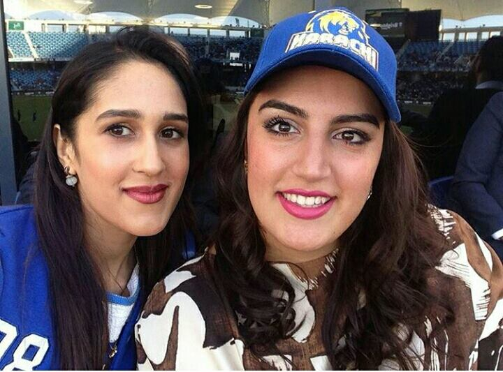 ‎Mira Sethi‬ ‪& ‎‎Bakhtawar Bhutto‬ ‪Supporting Karachi Kings