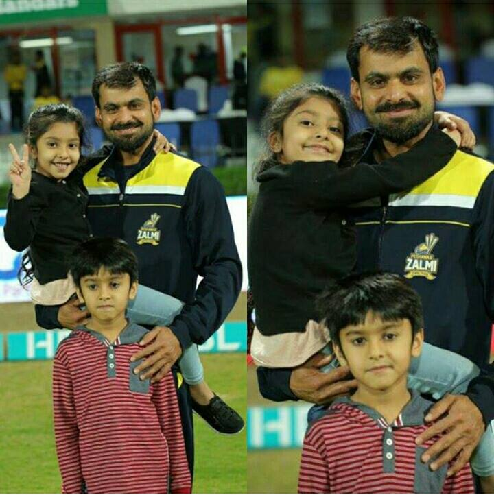 ‎Mohammad Hafeez with his ‎Son‬ & ‎Daughter‬