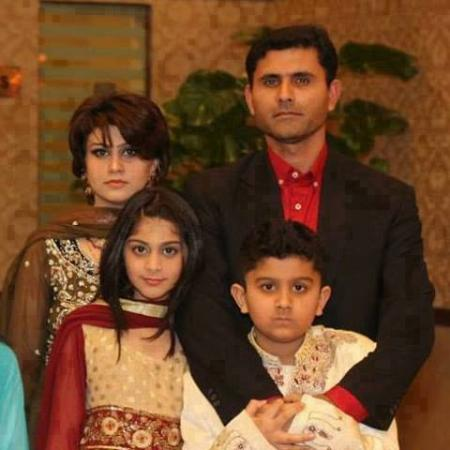 Abdul Razzaq With His Wife And Kids