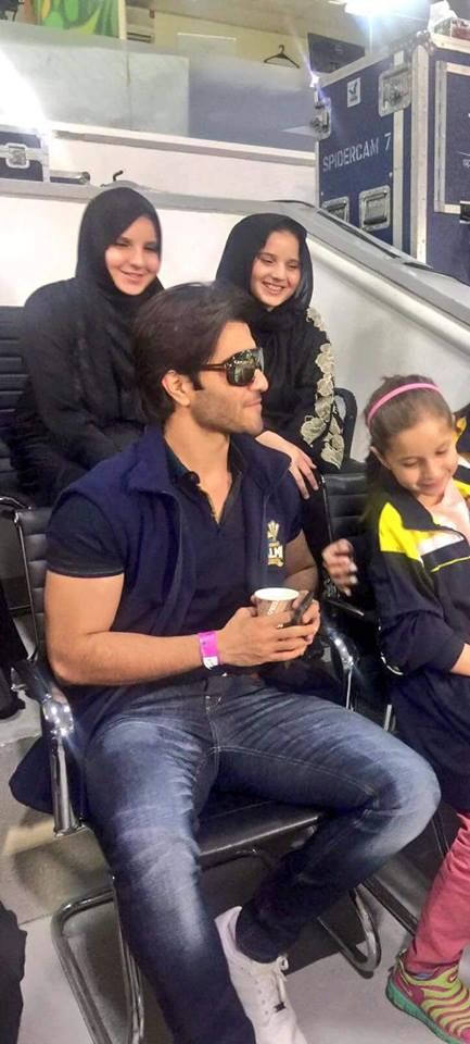 Actor Feroz Khan with Shahid Afridi Daughters