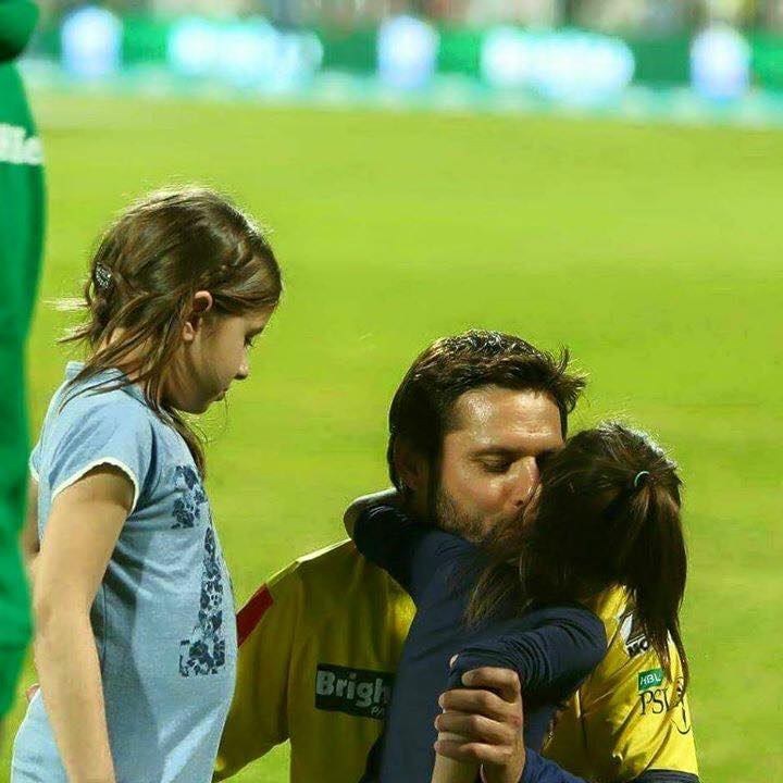 Afridi With Cute Daughters