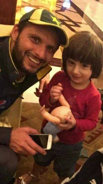 Asmara With Her Father Shahid Afridi