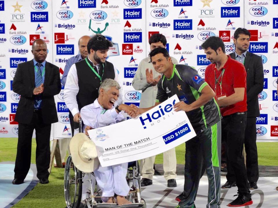 Azhar Ali Recives Man Of The Match Pak vs Zim 2nd ODI