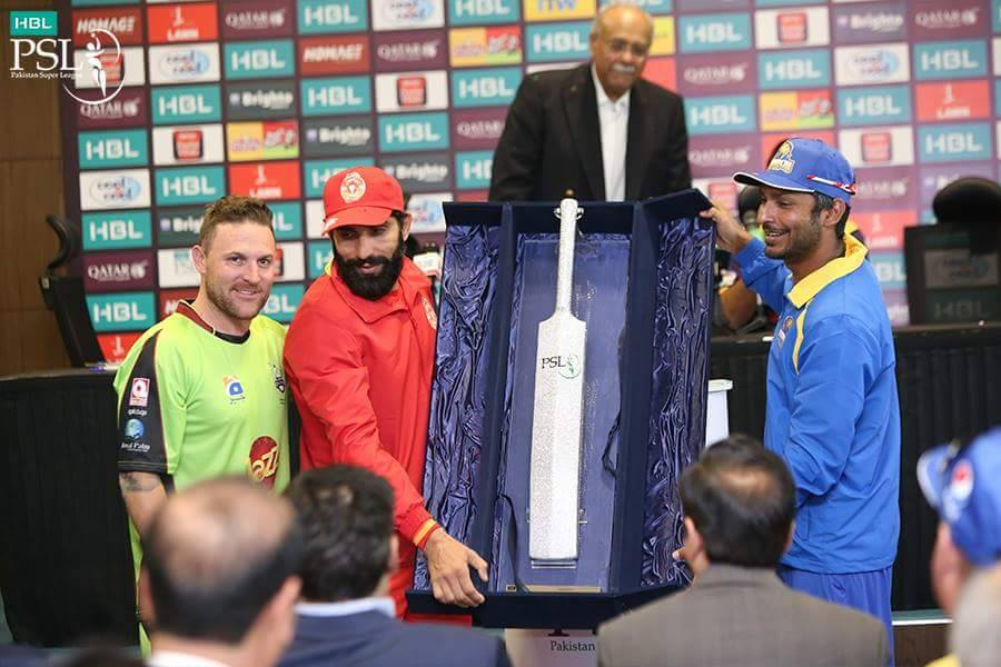 Brendon McCullum, Misbah and Sangakkara Posses With The Award