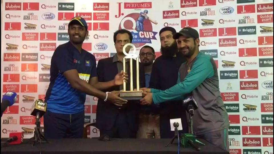 Captains Of Pak & SL Pose With The Trophy Of T20I Series