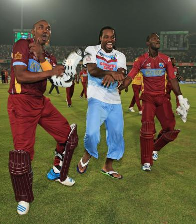Chris gayle, Darren Sammy and Dwayne Bravo Break Dance