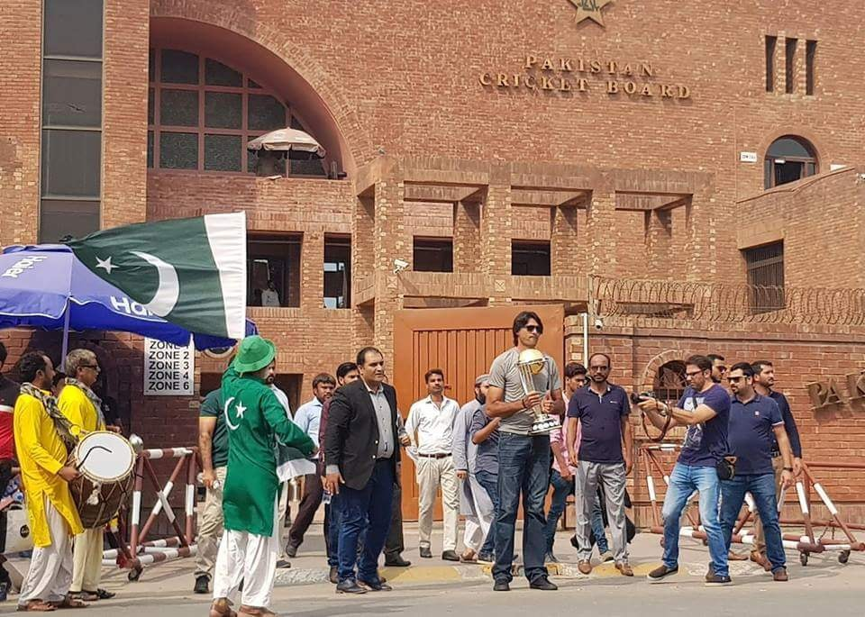 Cricket Worldcup 2019 Trophy Reaches Pakistan