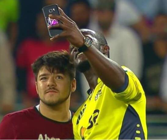 Darren Sammy Taking Selfie With Fan During The Final Over