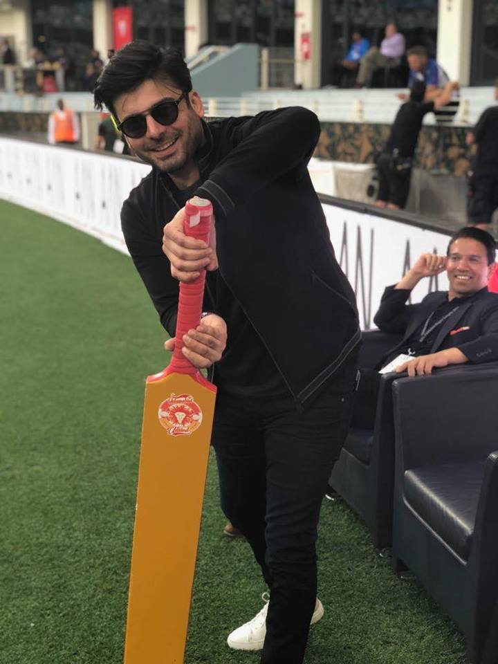Fawad Khan Supporting Islamabad United In PSL Match