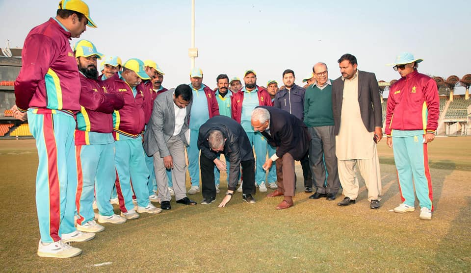 ICC Pitch Consultant Andy Atkinson Chats With Gaddafi Stadium, Lahore Ground Staff
