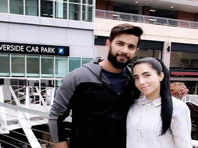 Imad Wasim Finally Meets His Wife After 2 Months Gap In England