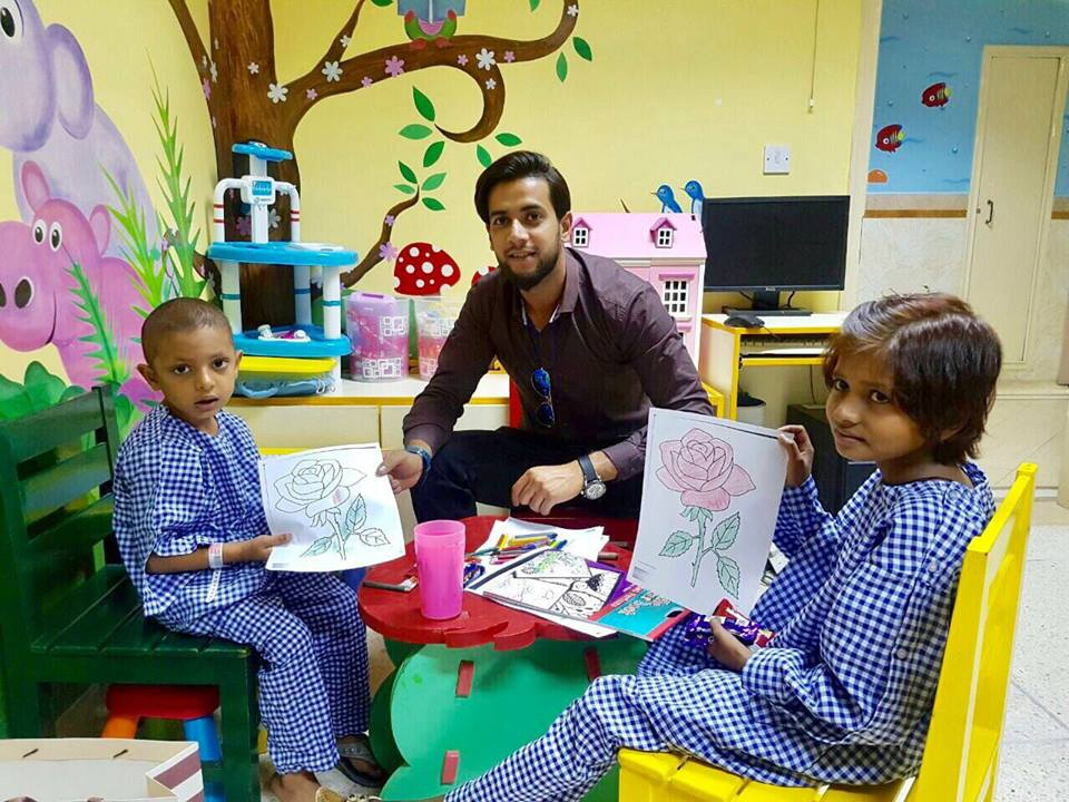 Imad Wasim Visited The Kids At Shaukat Khanum Hospital