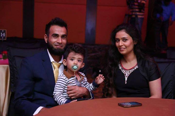Imran Tahir Beautiful Picture With His Family